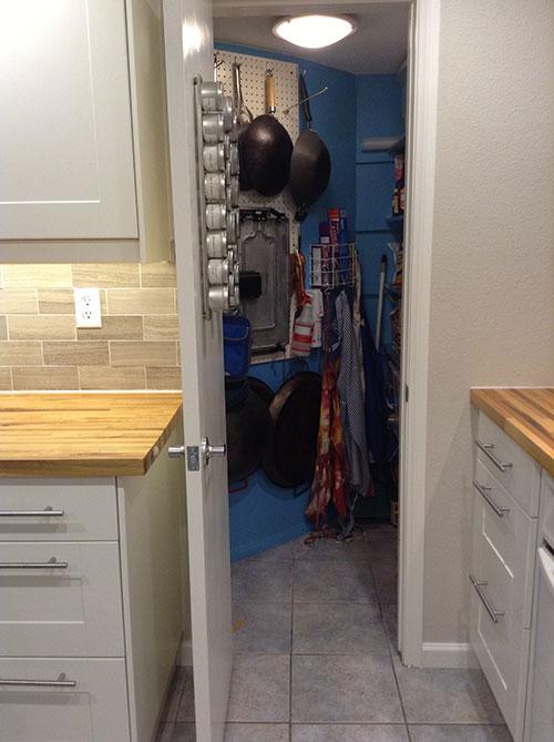 clean-pantry-11