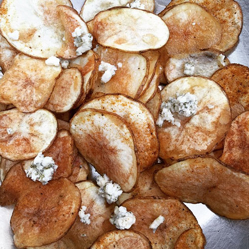 homemade-potato-chips-with-blue-cheese_18778368812_o